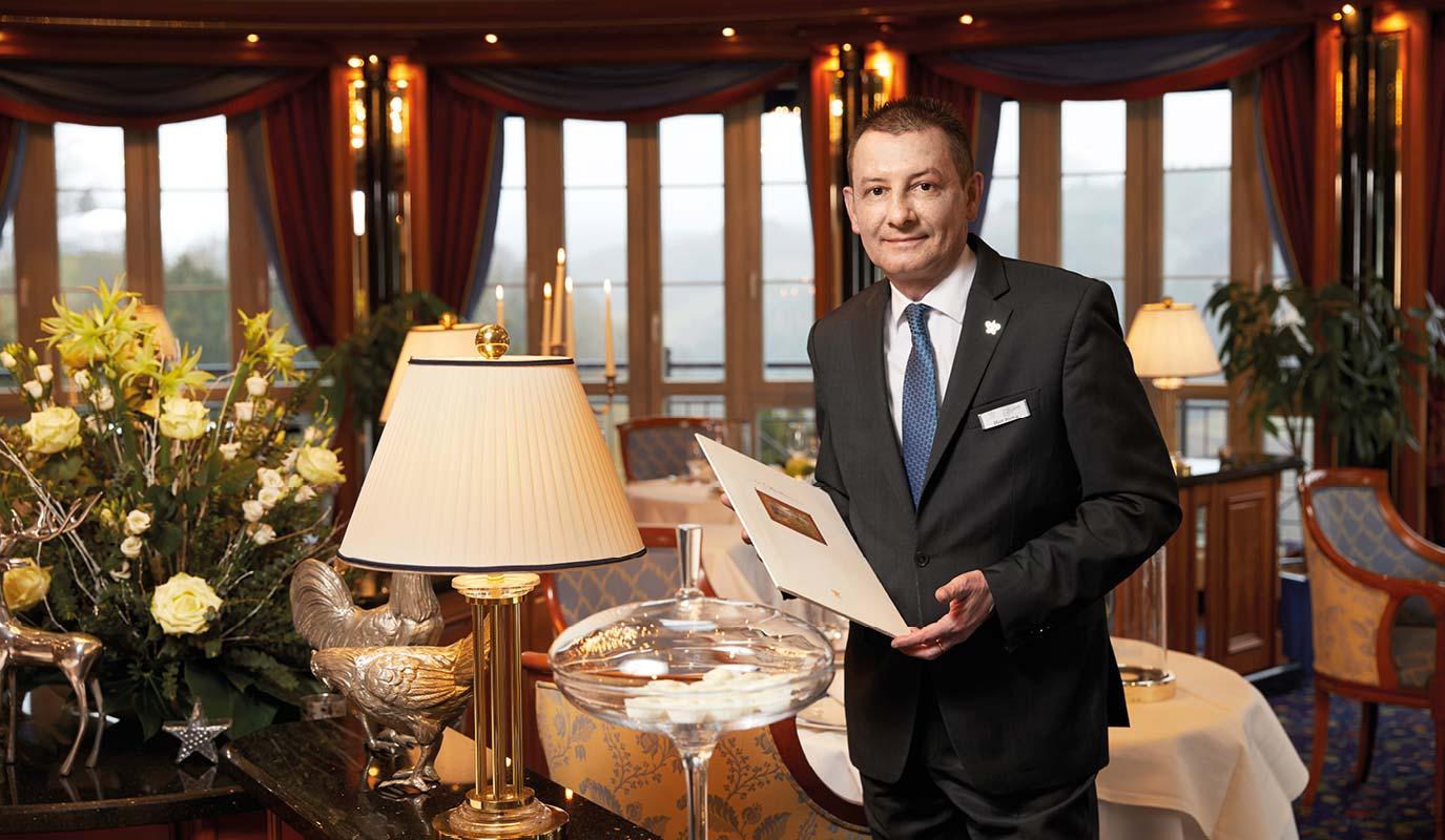 Restaurant Marketing - Gourmet Restaurant - Le Pavillion - service